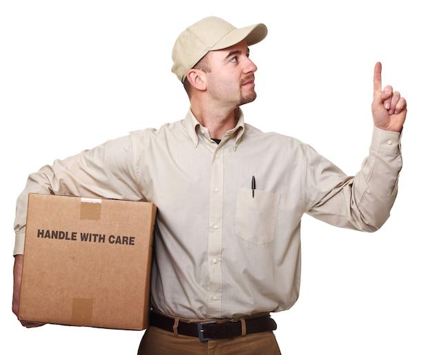 Levering man met pakket geïsoleerd op wit