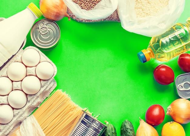 Levering van eten aan huis. donatie en liefdadigheid.