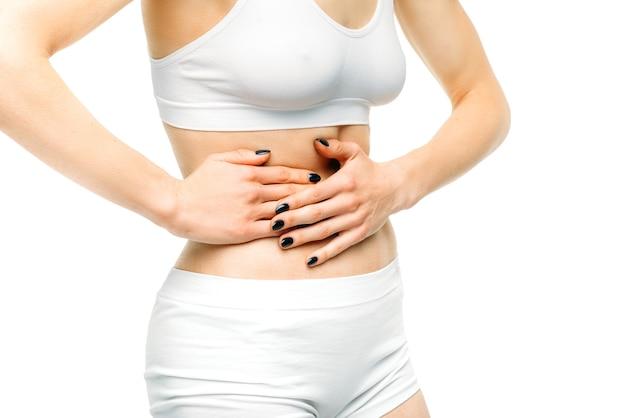 Leverpijn, vrouwelijke persoon met letsel geïsoleerd op wit