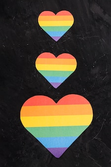 Lgbt harten van verschillende groottes verticaal schikken