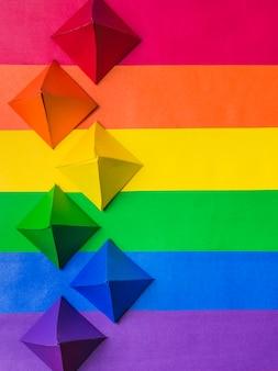 Lgbt-kleuren en papieren origami
