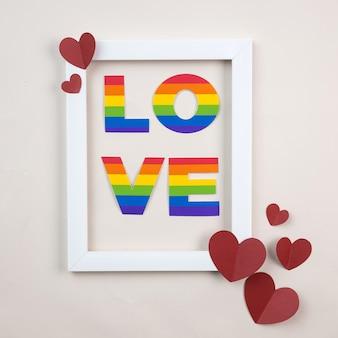 Lgbt-papieren kunstbrieven. happy valentines day met papier rood hart en wit verticaal frame