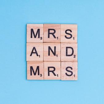 Lgbt-tekst mevrouw en mevrouw op houten elementen
