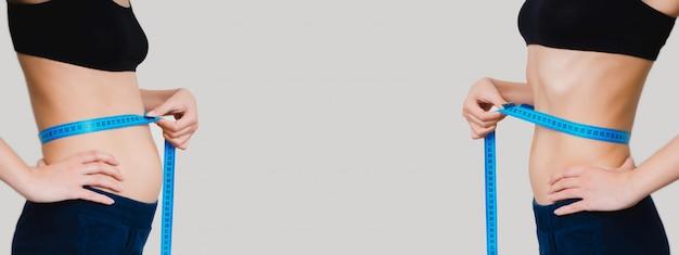 Lichaam van een meisje in blauwe korte broek voor en na het verliezen van gewicht met een meetlint op een grijze achtergrond. concept van afvallen, sport en een gezonde levensstijl. copyspace in het midden.