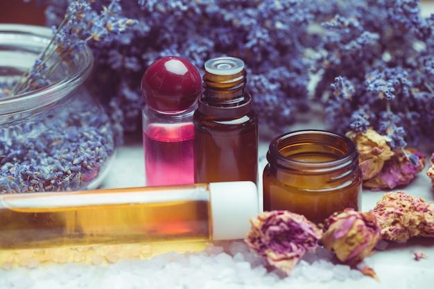 Lichaamsverzorgingsproducten van lavendel. aromatherapie, spa en natuurlijke gezondheidszorg concept