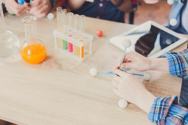 Lichamelijke experimenten op school