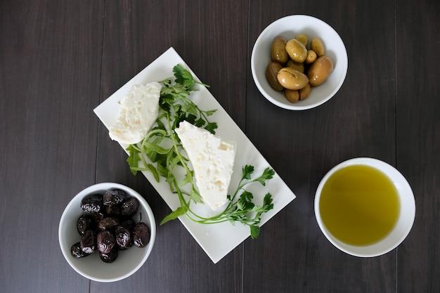 Licht en eenvoudig mediterraan gezond ontbijt