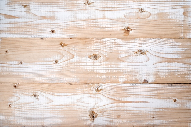 Licht frisse houten planken met sporen van witte verf. natuurlijke structuur