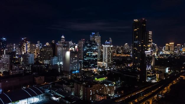 Licht in de stad, licht van gebouwen en wegen