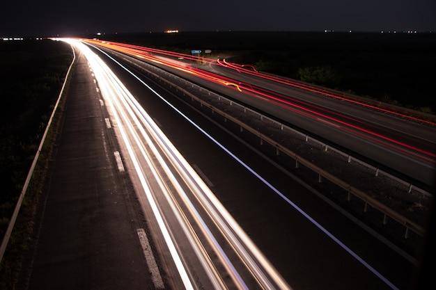 Licht paden onder de brug