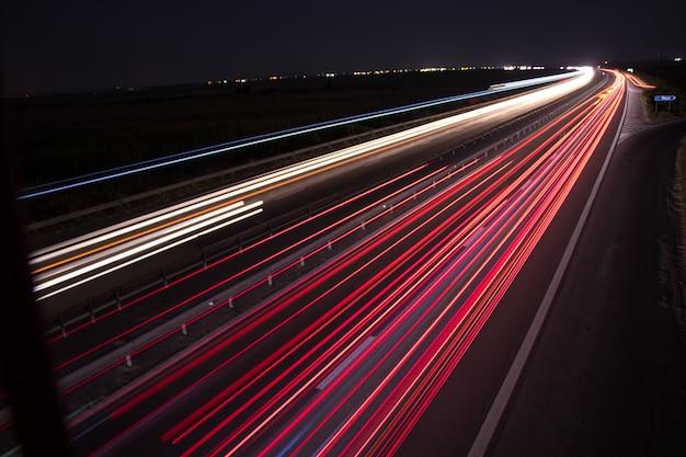 Licht paden van de brug