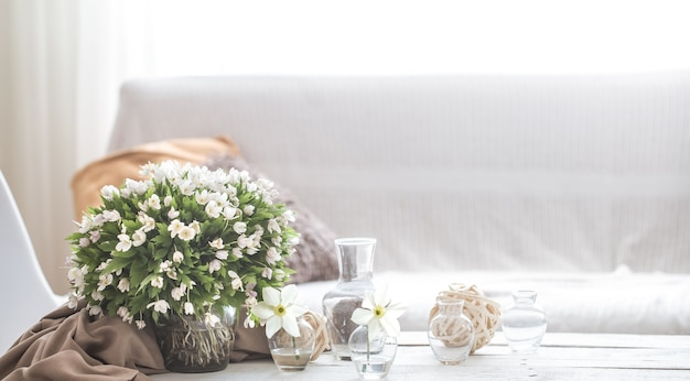 Licht stilleven detail van het interieur van het huis, het concept van comfort en huiselijke sfeer