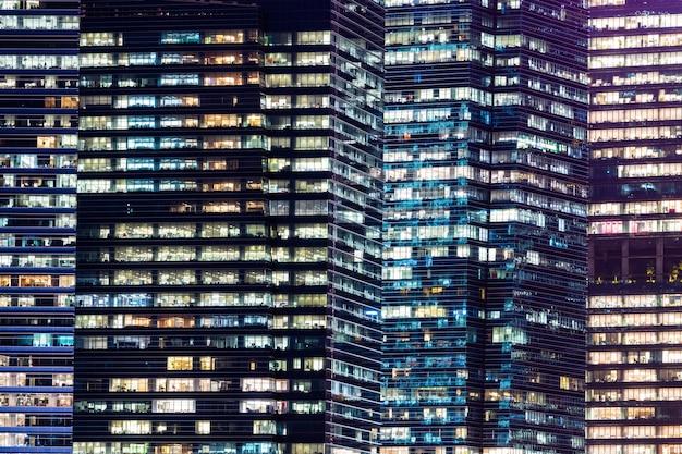 Licht van high-rise de bouw.