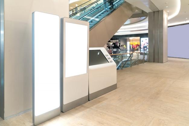 Lichtbak met luxe winkelcentrum