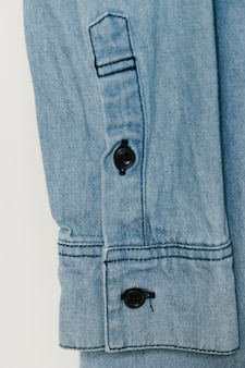 Lichtblauwe denim mouwclose-up