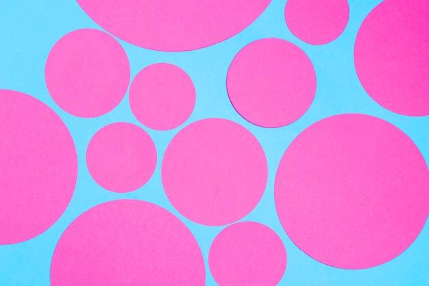 Lichtblauwe naadloze dekking met roze cirkels