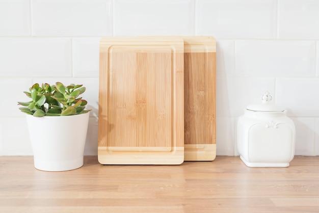 Lichte en schone moderne minimalistische keuken