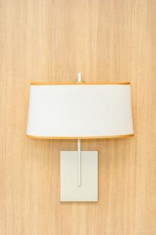 Lichte lampdecoratie op muurbinnenland