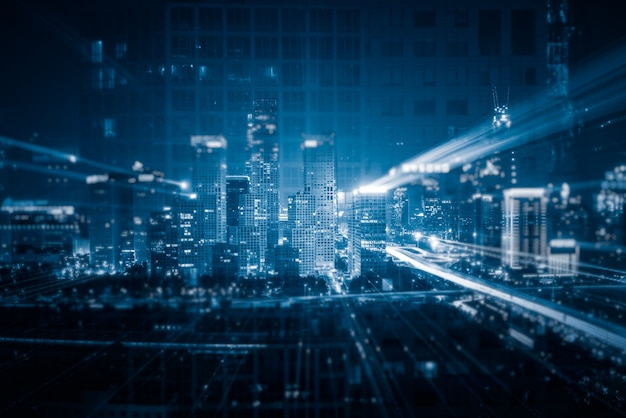 Lichte paden boven gebouwen