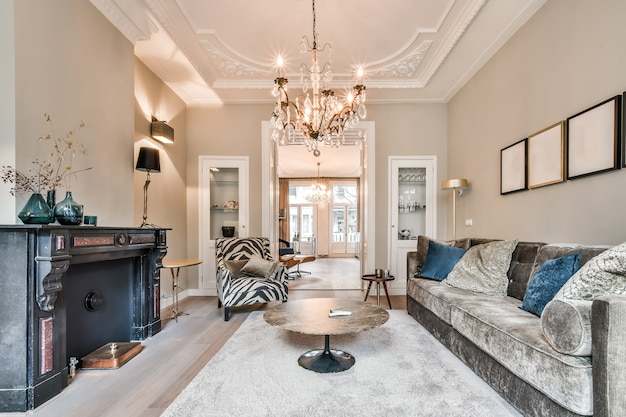 Lichte woonkamer in een modern luxe huis