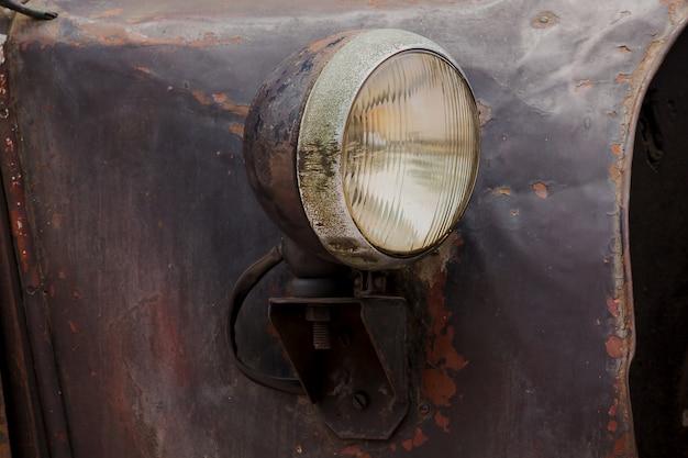 Lichten voor een vintage auto met een unieke bol.