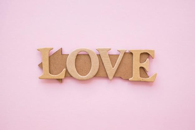 Liefde die op houtpijl schrijft