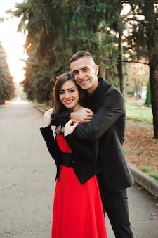 Liefde, relaties, seizoen en mensenconcept - sluit omhoog