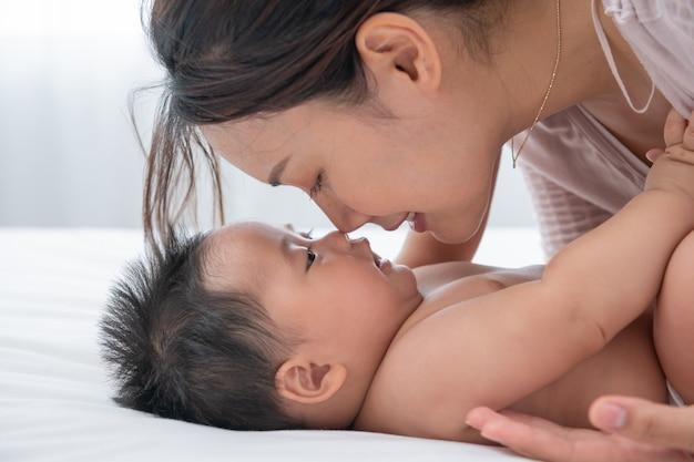 Liefde van een moeder en baby