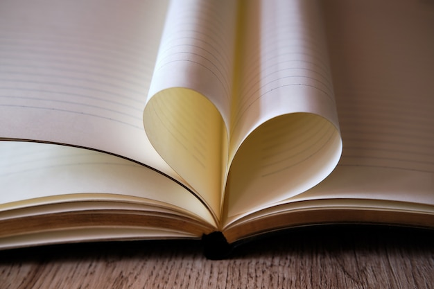 Liefdeshart uit de vellen van het boek