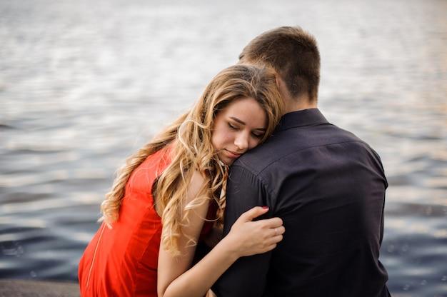 Liefdesverhaal op de achtergrond van water
