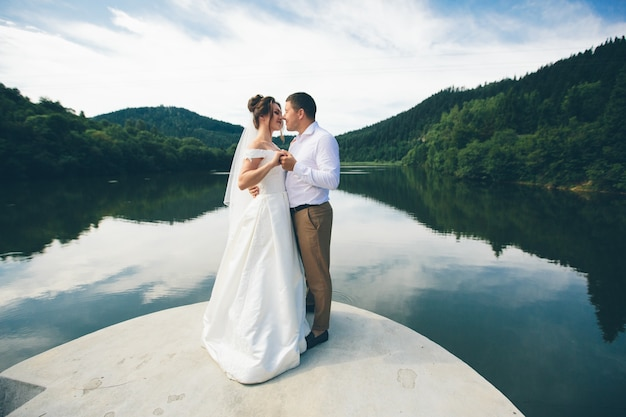 Liefdevolle bruidspaar, man en vrouw