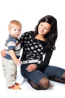 Liefdevolle moeder met haar schattige zoontje