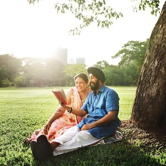 Liefdevolle senior indiase echtpaar