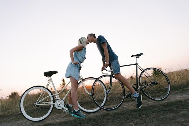 Liefhebbers van fietsen in de natuur