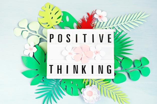 Lightbox met motivatiewoorden voor zelfzorg, positief denken, geestelijke gezondheid