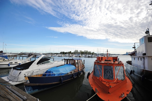 Ligplaats marina in het centrum van helsinki, finland