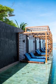 Ligstoel zwembad in het resort