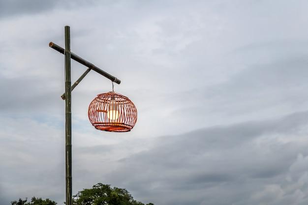 Ligth-lamp, led-lichtpaal op straat, industrieterrein, schoonheidsmodel
