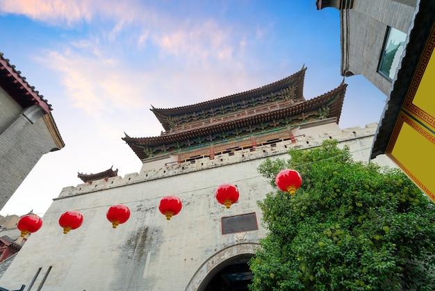 Lijing gate werd gebouwd in 1217 en is een van de meest onderscheidende symbolen van de geschiedenis en cultuur van de oude stad luoyang.