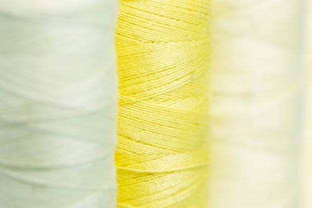 Lijn van gele draad reals