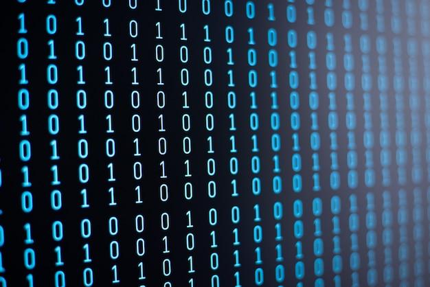 Lijnen van computercodes op zwart scherm