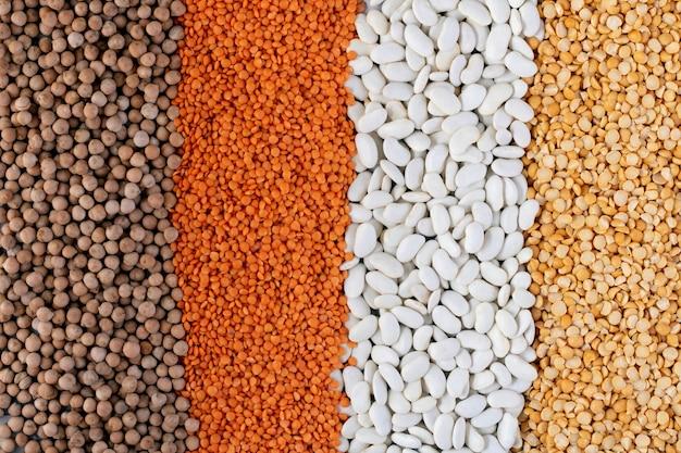 Lijnen van verschillende peulvruchten rode linzen, zwarte linzen, gele linzen, rode bonen, groene mung bonen achtergrond
