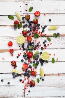 Limoen, bessen en bladeren