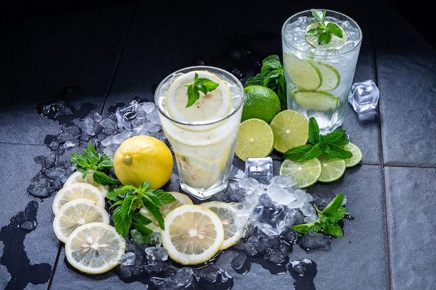 Limoen en citroensap met frisdrank en ijs