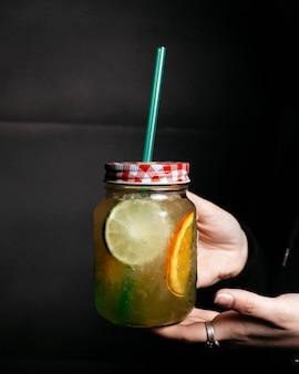 Limoen en limonade met ijs