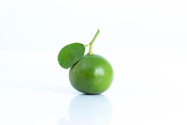 Limoen vruchtensap ingrediënt grondstof eten drinken isoleren