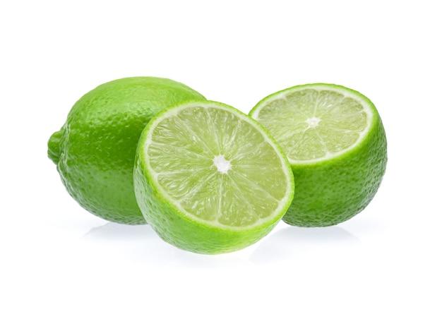 Limoenen geïsoleerd op een witte achtergrond