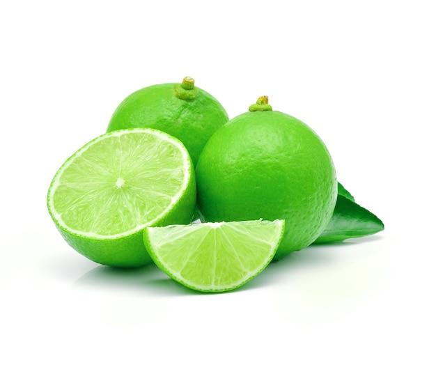Limoenen geïsoleerd op wit.