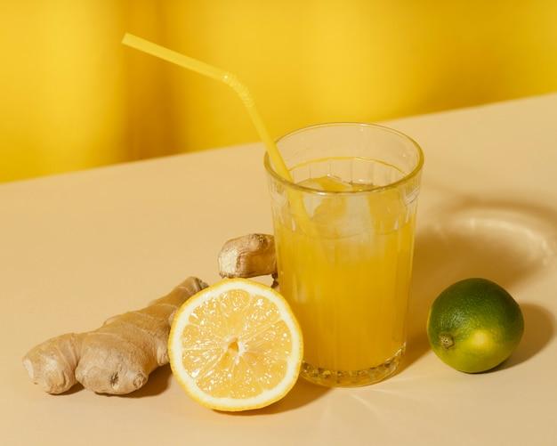 Limonadeglas met hoge hoek