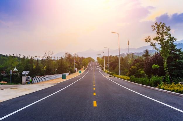 Line drive asfalt platteland wolk